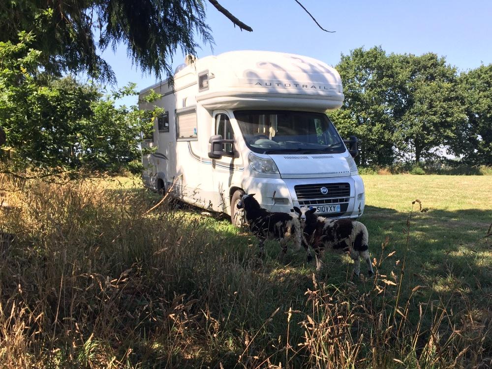 Aire camping-car à Poullaouen (29246) - Photo 7